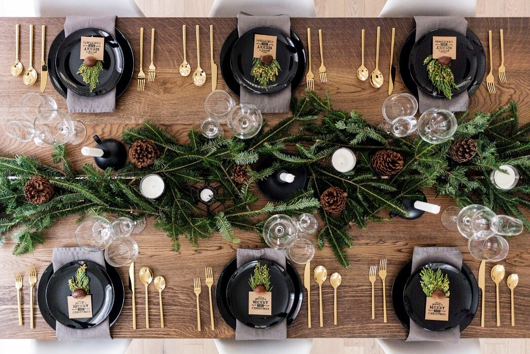 Black and gold tablescape with pinecones