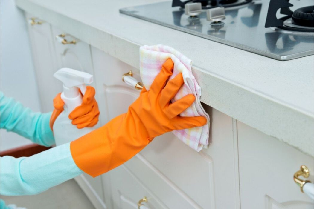 Thorough cleaning of a kitchen countertop
